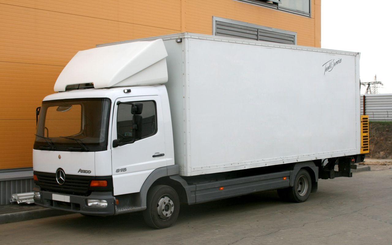 Пятитонник. Имеет высокую грузоподъемность вплоть до 5т и достаточно объемный кузов до 40 и более кубических метров. Благодаря высокой грузоподъемности и объемному кузову может применятся в переезде частного дома.